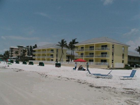 Sandpiper Gulf Resort : View from beach