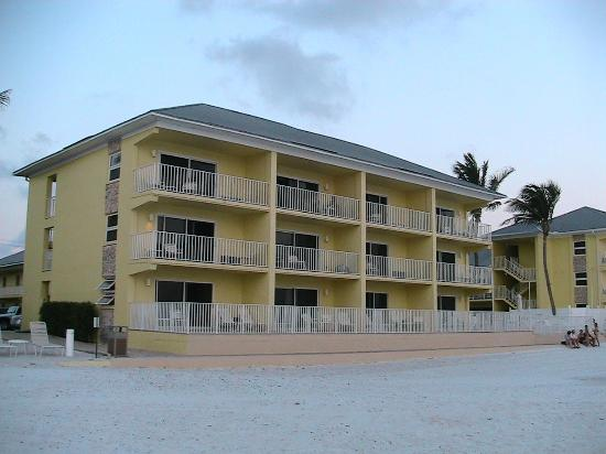 Sandpiper Gulf Resort: Front of hotel