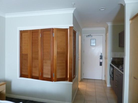 Amora Hotel Auckland: View of bathroom with shutter closed