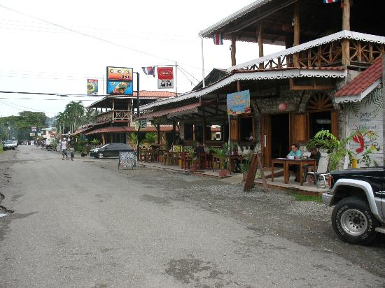 Alby Lodge: Cahuita downtown