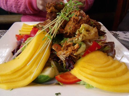 Cafe Zanzibar : Chicken tandoori Mango salad..pricey.
