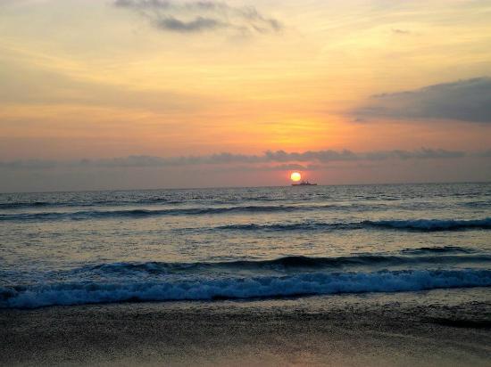 Rama Beach Resort and Villas: View from Tuban beach