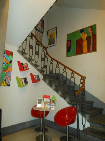 Hotel Nuova Italia: charming stairway from lobby to rooms