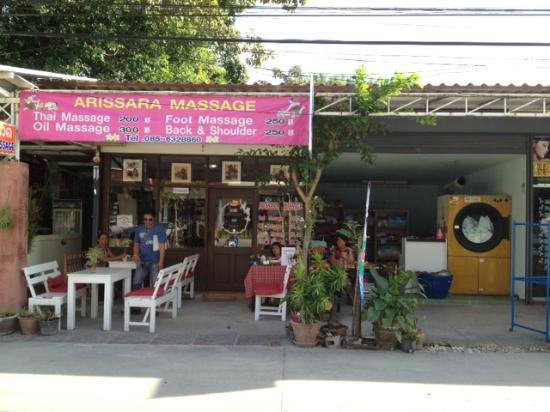 G Hua Hin Resort & Mall: Arissara massage opposite hotel