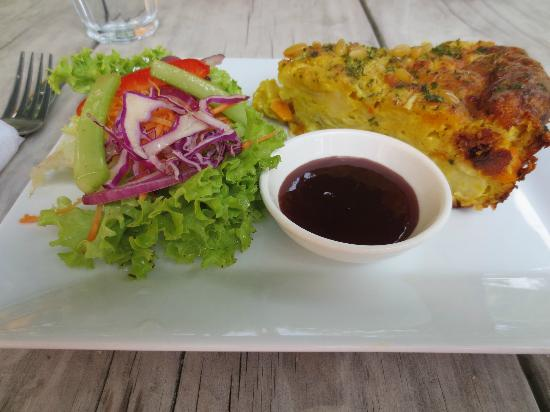Woodturners Cafe: Quiche and salad
