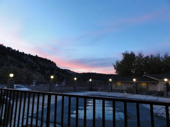 Best Western East Zion Thunderbird Lodge: view at the pool in the morning
