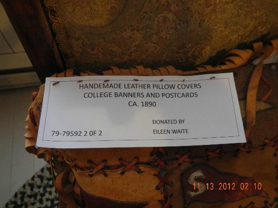 Siuslaw Pioneer Museum: Dulcimer maker sign
