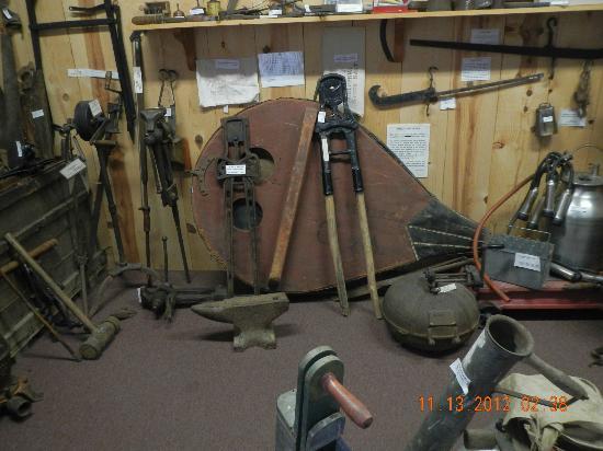 Siuslaw Pioneer Museum: shop tools