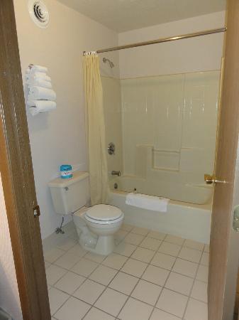 Prospector Inn: shower/toilet