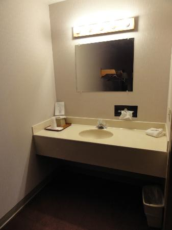 Prospector Inn: bathroom