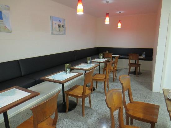 AEGEAN LANE: Aegean pizzeria interior