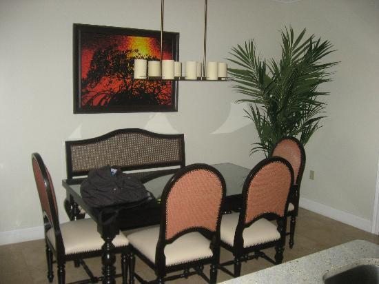 Key West Marriott Beachside Hotel: dining table 