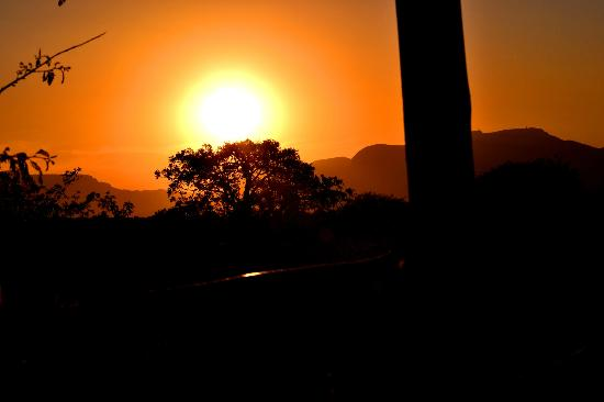 Pezulu Tree House Game Lodge : Sonnenuntergang Drakensberge