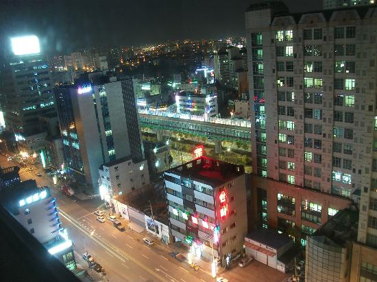 Ramada Plaza Suwon: Night view from room