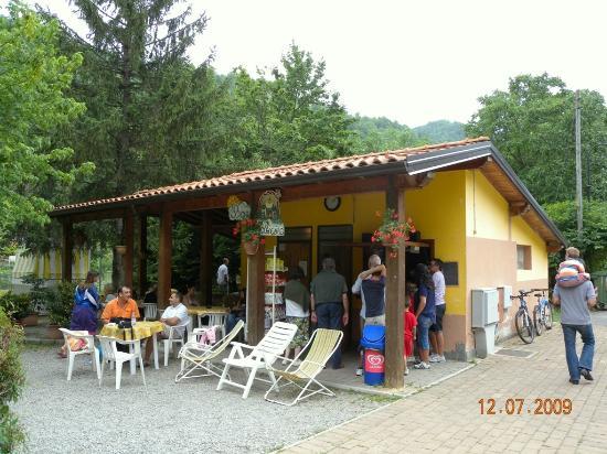 Ormea, Italy: chiosco pollicino