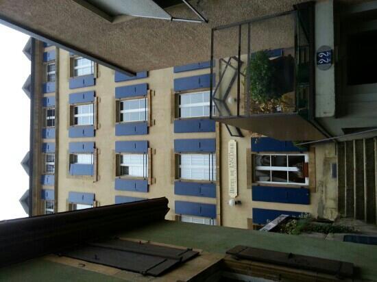 Hotel de l'Ecluse : l'entrata dell'hotel nel nucleo