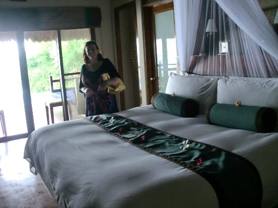 Eskaya Beach Resort & Spa: The beds are so comfortable!!!