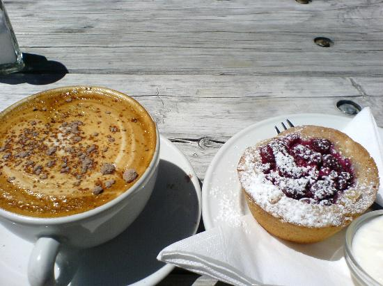 Powerhouse Cafe: cappucino+raspberry cake