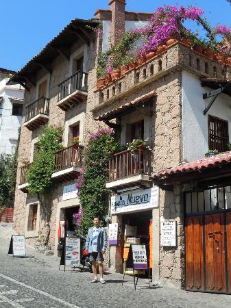 Romantic Taxco Tour: 家々がこんな感じ