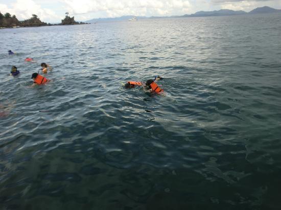 Laguna Tours: 5 mnts from khai island snorkelling