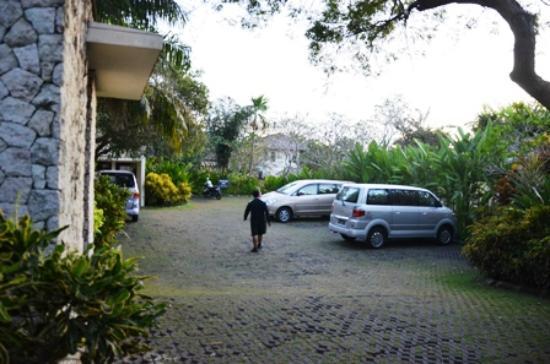 Pat-Mase, Villas at Jimbaran: Parking area