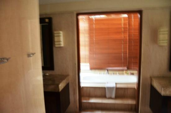 Pat-Mase, Villas at Jimbaran: Master Bathroom