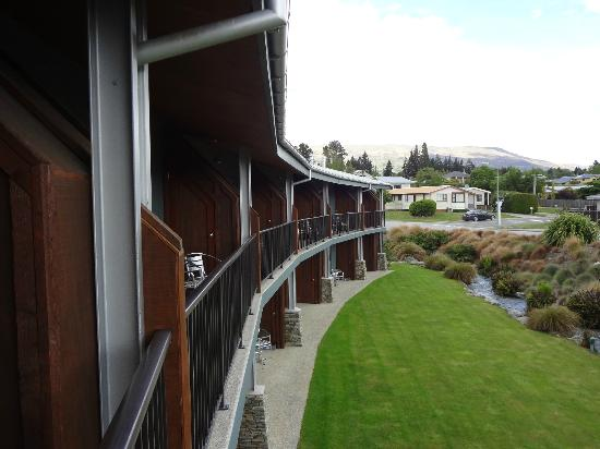 Clearbrook Motel Wanaka: View from room towards other rooms