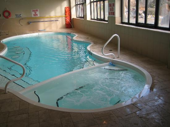 The Best Western Plus Perth Parkside Inn & Spa: Pool and hot tub area.