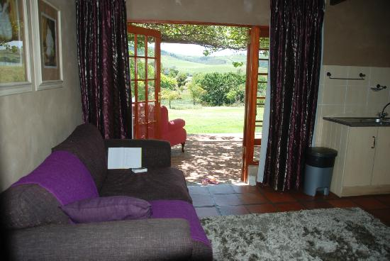 Cultivar Guest Lodge: Pinotage living room, kitchenette and view