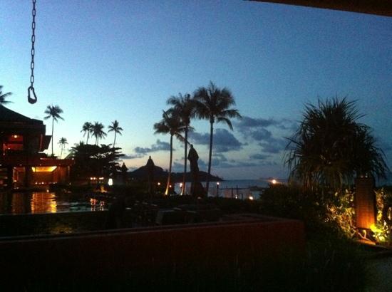 Hansar Samui Resort: Blick von der Poolbar