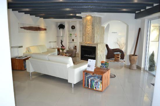 Villa Afrikana Guest Suites: Living