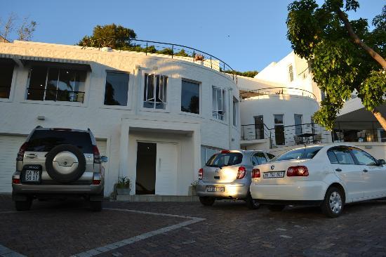Villa Afrikana Guest Suites: Frente del hotel
