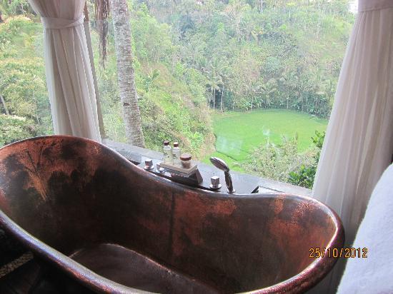 Villa Kalisha: Bathroom view upstairs