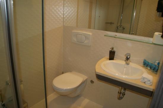 Hotel Nartel: Modernes Badezimmer