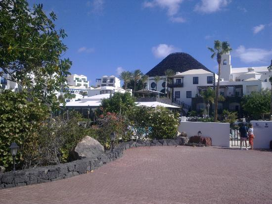 Hotel THe Volcan Lanzarote: gate to harbour