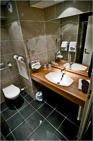 Kyriad Prestige Thionville Centre: Ванная комната.