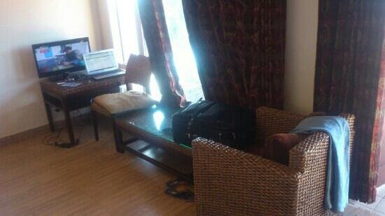 Club Mahindra Mussoorie: Drawing Room In 1 Bed Room
