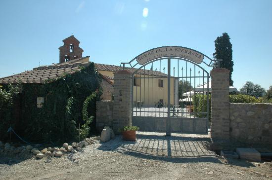 Borgo della Speranza: Eingang zur großen Terasse