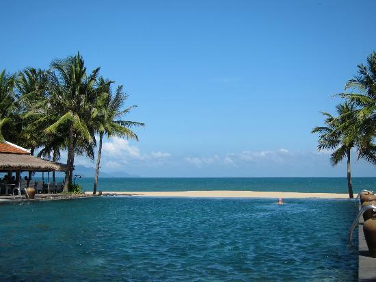 Evason Ana Mandara Nha Trang: View from large pool, very very nice