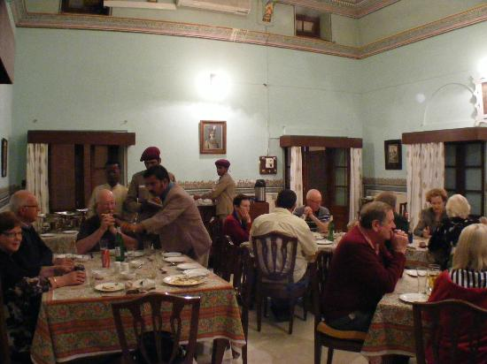 Bijay Niwas Palace: Dining room