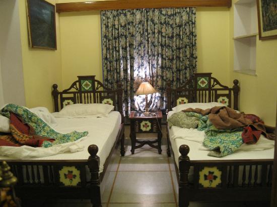 Hotel Madhuban: habitación de dos camitas