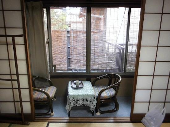 Ryokan Uemura : Seating area in single room