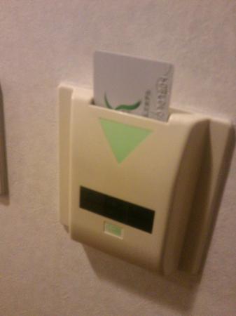 Ochanomizu St . Hills Hotel: カードを壁に刺すと電源が入る