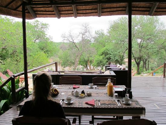 Kurhula Wildlife Lodge: ontbijt met uitzicht