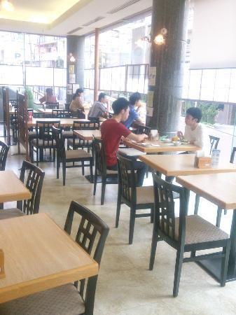 Ochanomizu St . Hills Hotel: 朝食レストラン 風景