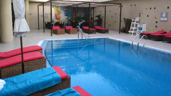 Novotel Cairo El Borg: Hotel heated outdoor pool
