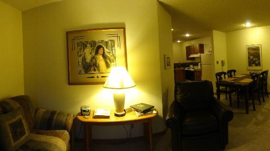 The Woodlands on Fall River: living room