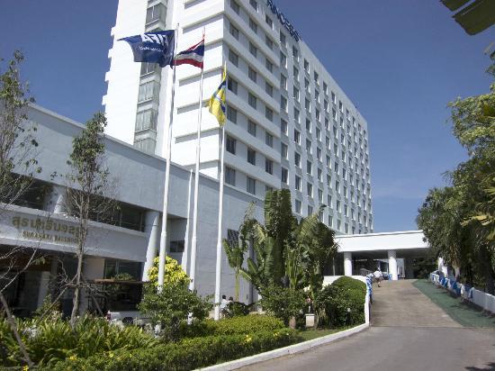 Dusit Princess Korat: entering hotel compound