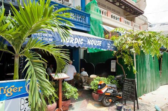 Nordic House: Entrance