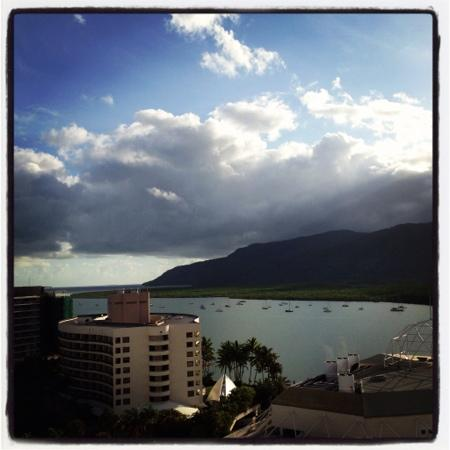 Pullman Cairns International: 14F harbor view